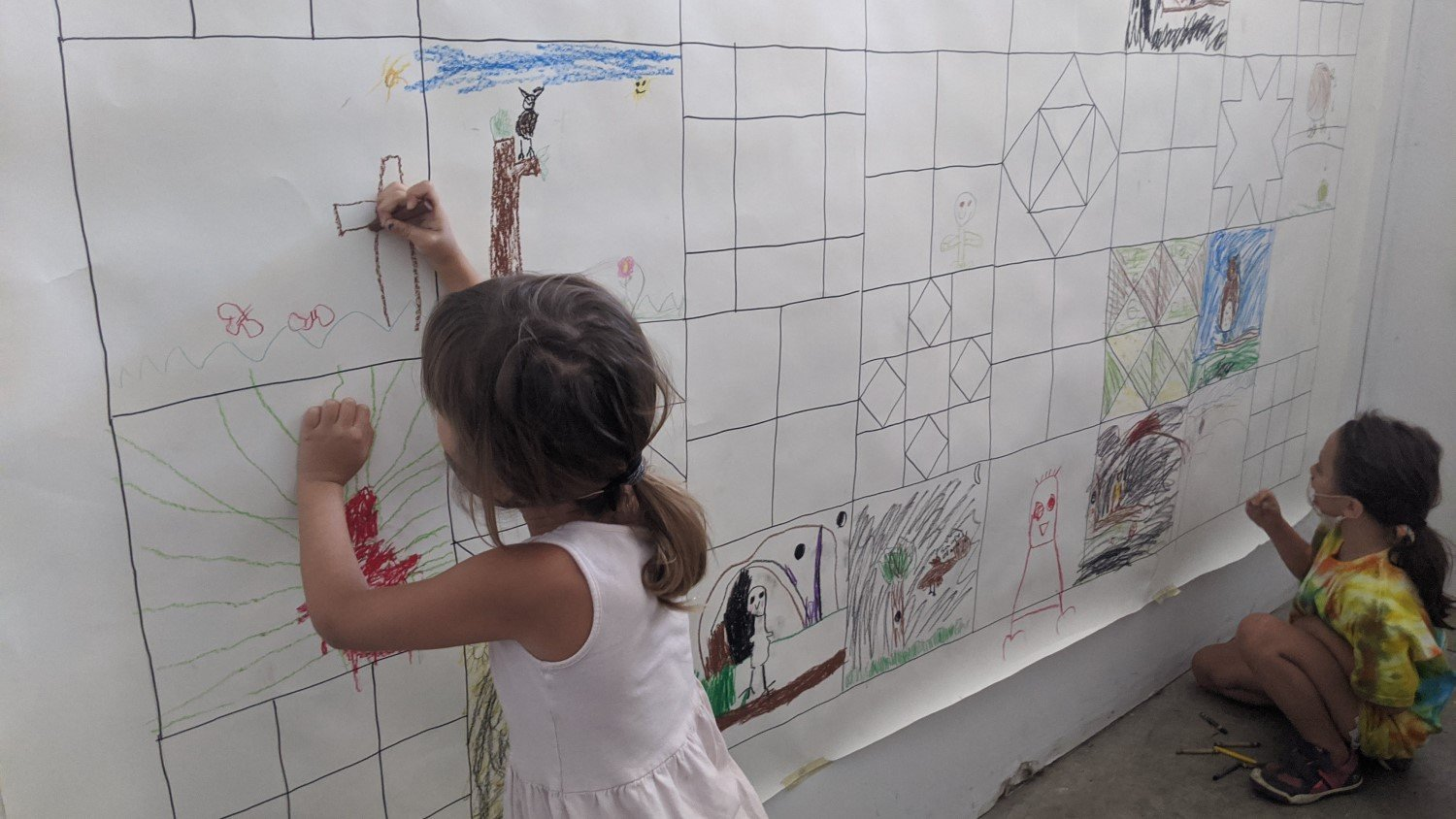 Children collaborate on artwork while distancing during MAC's June summer camp