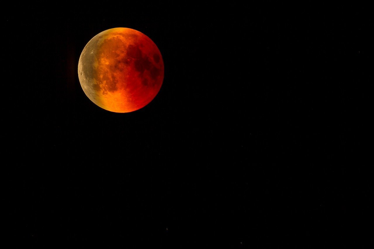 blood-moon-3572336_1280